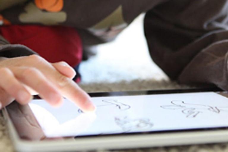 Un enfant avec handicap n'apprend pas comme tout le monde, mais comme tout le monde il apprend. Le numérique et l'utilisation des tablettes ouvrent de nouvelles perspectives.